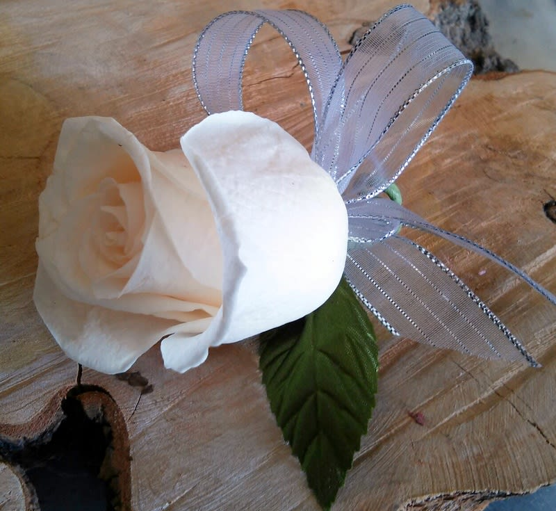 Single Rose Boutonniere In Las Vegas Nv Windmill Floral Expressions