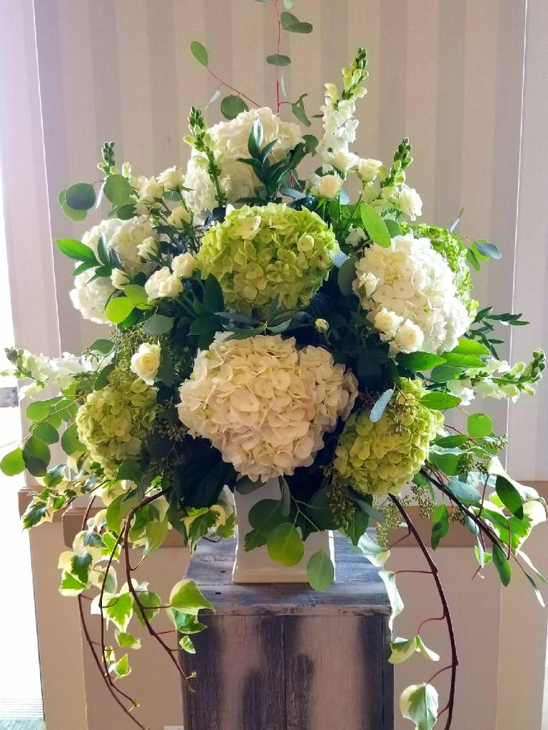 Big Green And White Flowers For Wedding By Wl Designs