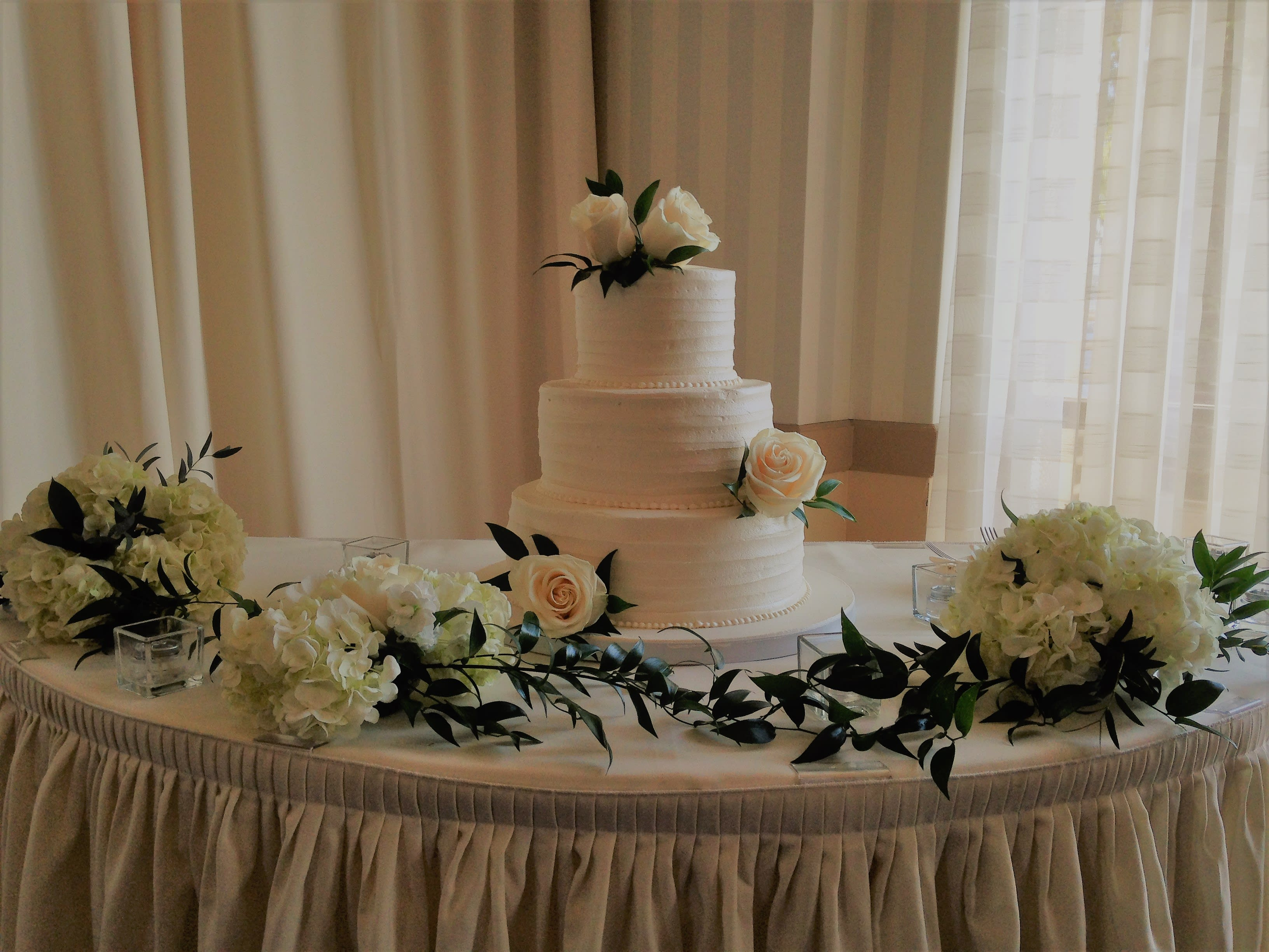 Green And White Flowers For Wedding Cake In Huntington Beach Ca
