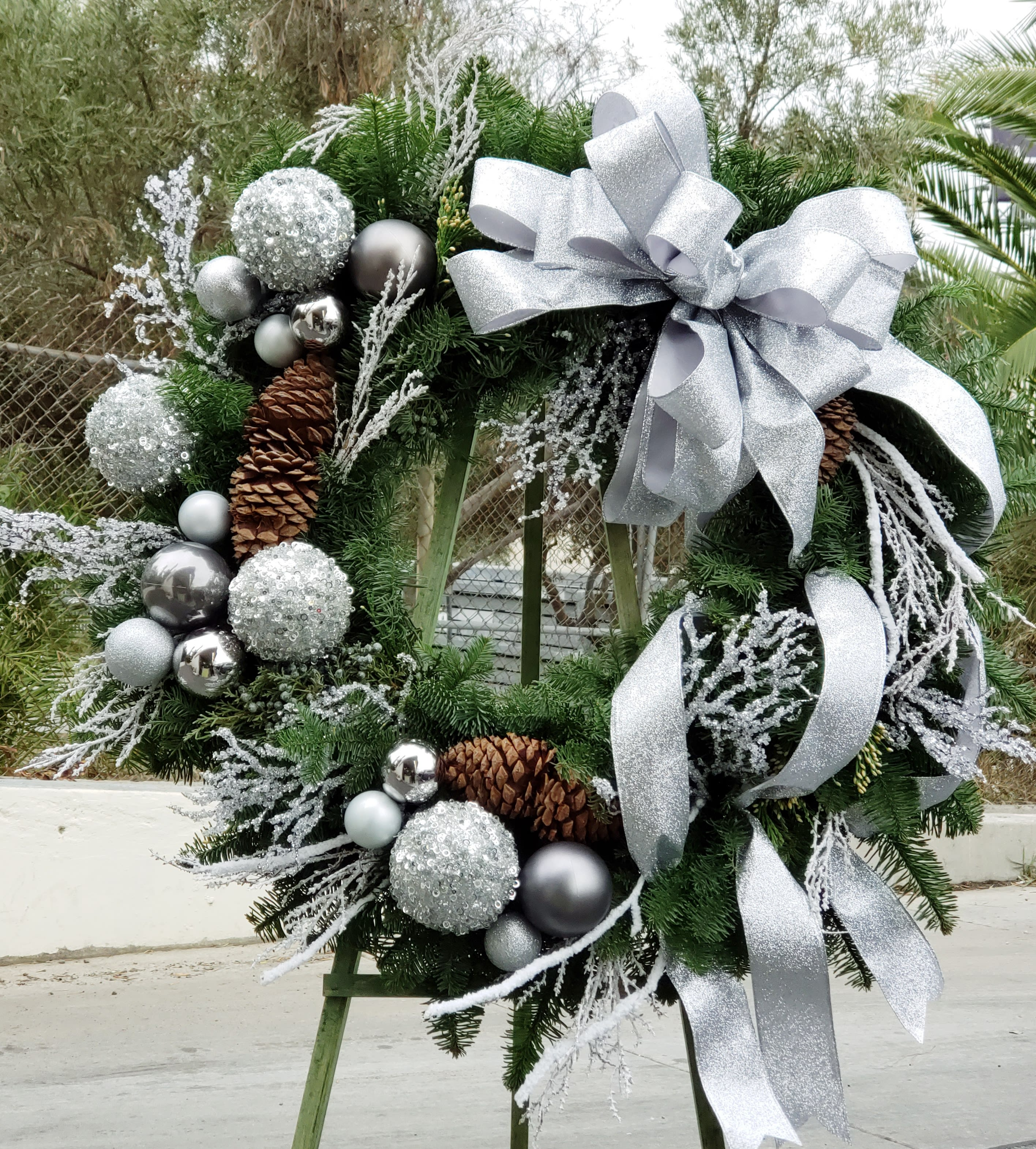 Silver Christmas Wreath.Silver Magical Christmas Wreath In Los Angeles Ca Floral Design By Dave S Flowers