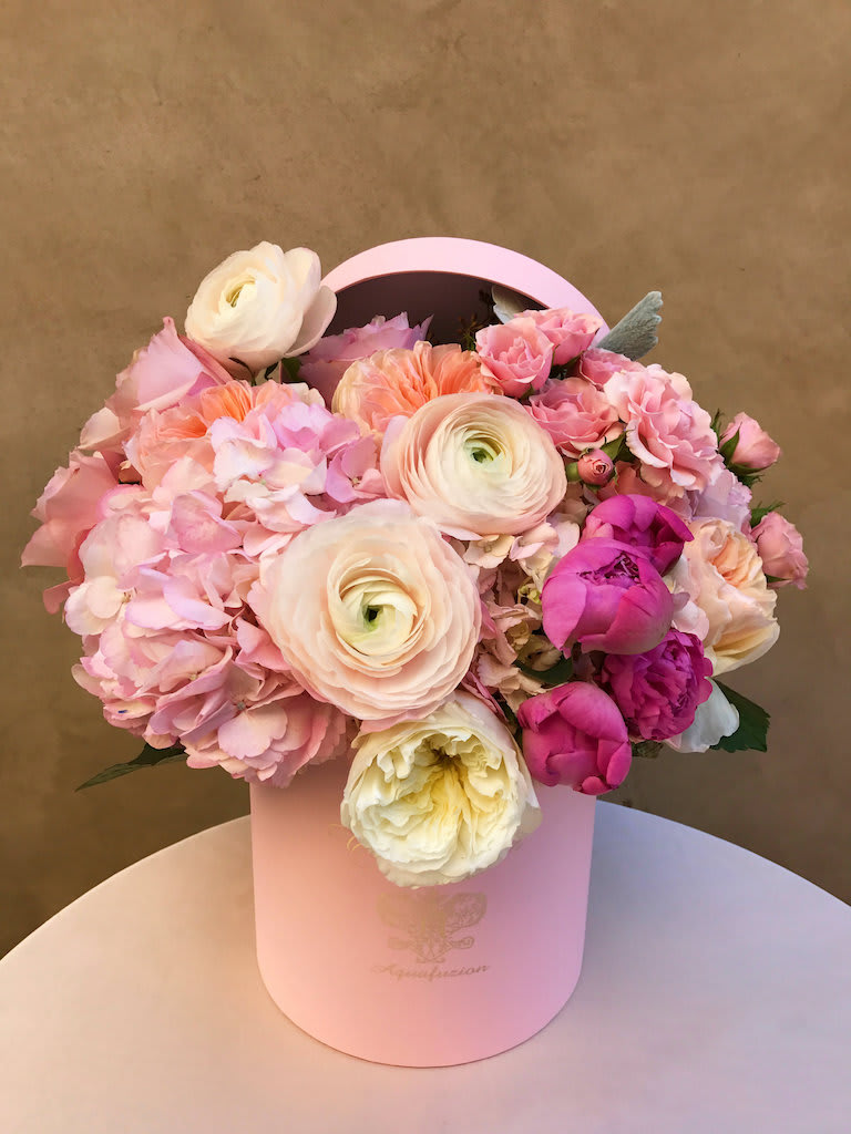 Couture De Fleur Hat Box With Spring Blooms Med In Monrovia Ca
