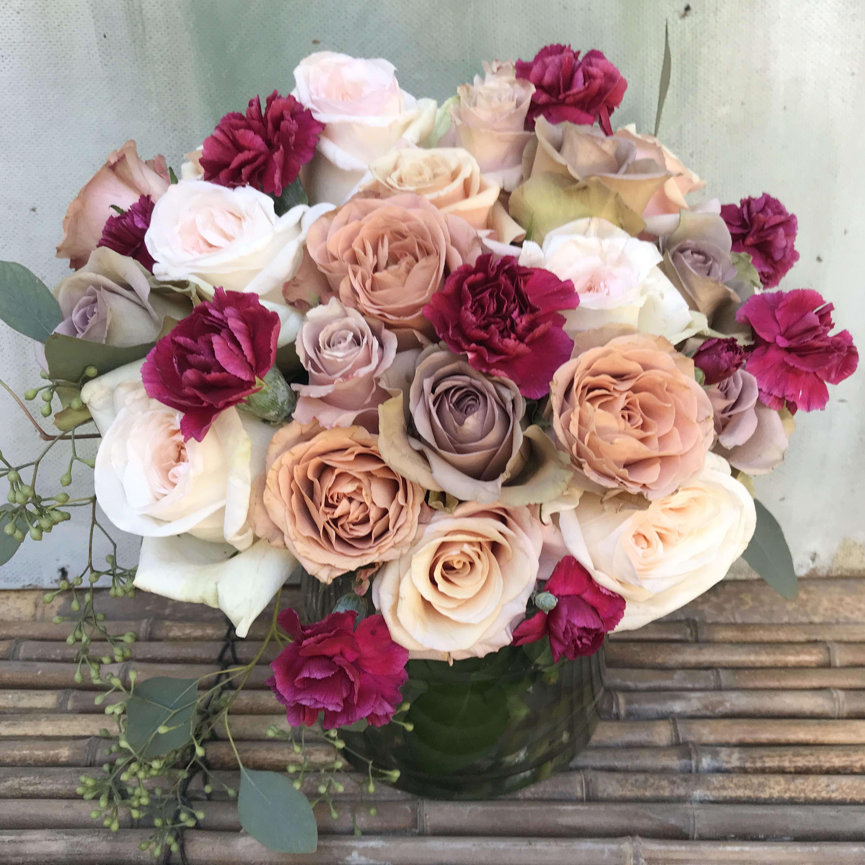 Roses Galore Valentine S Arrangement In Glendale Ca Blomst Los