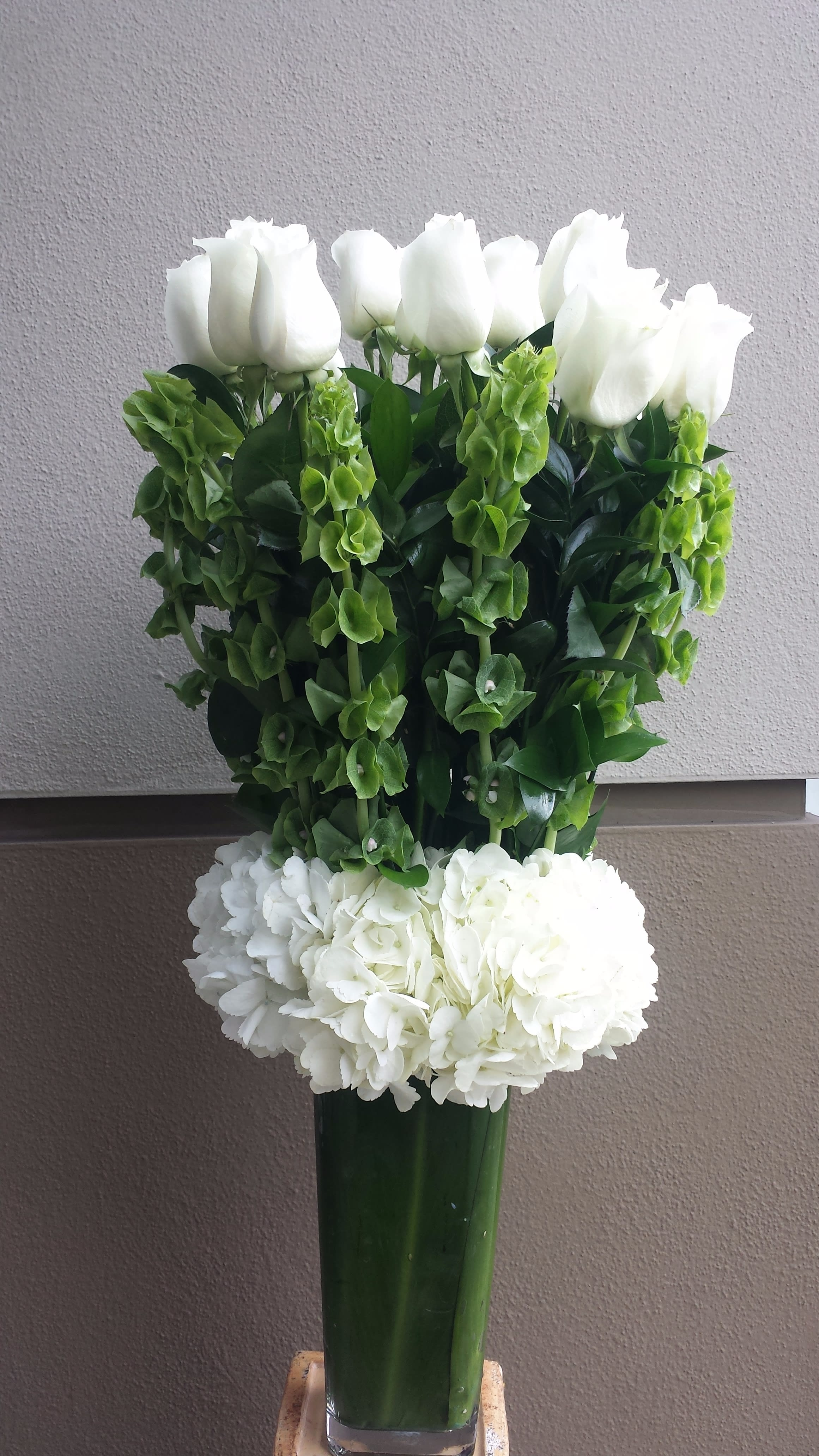 1 Dozen Long Stem White Roses In Beverly Hills Ca Apropos Floral