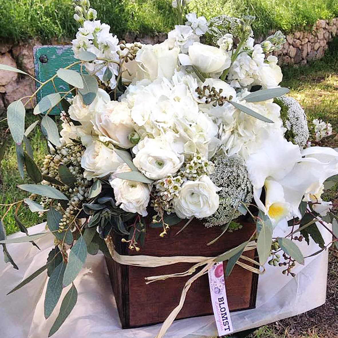 White Natural Large Flowerlove Box In Glendale Ca Blomst Los