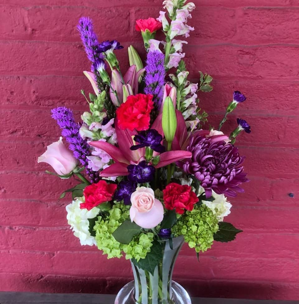This fresh floral vase arrangement is so full of