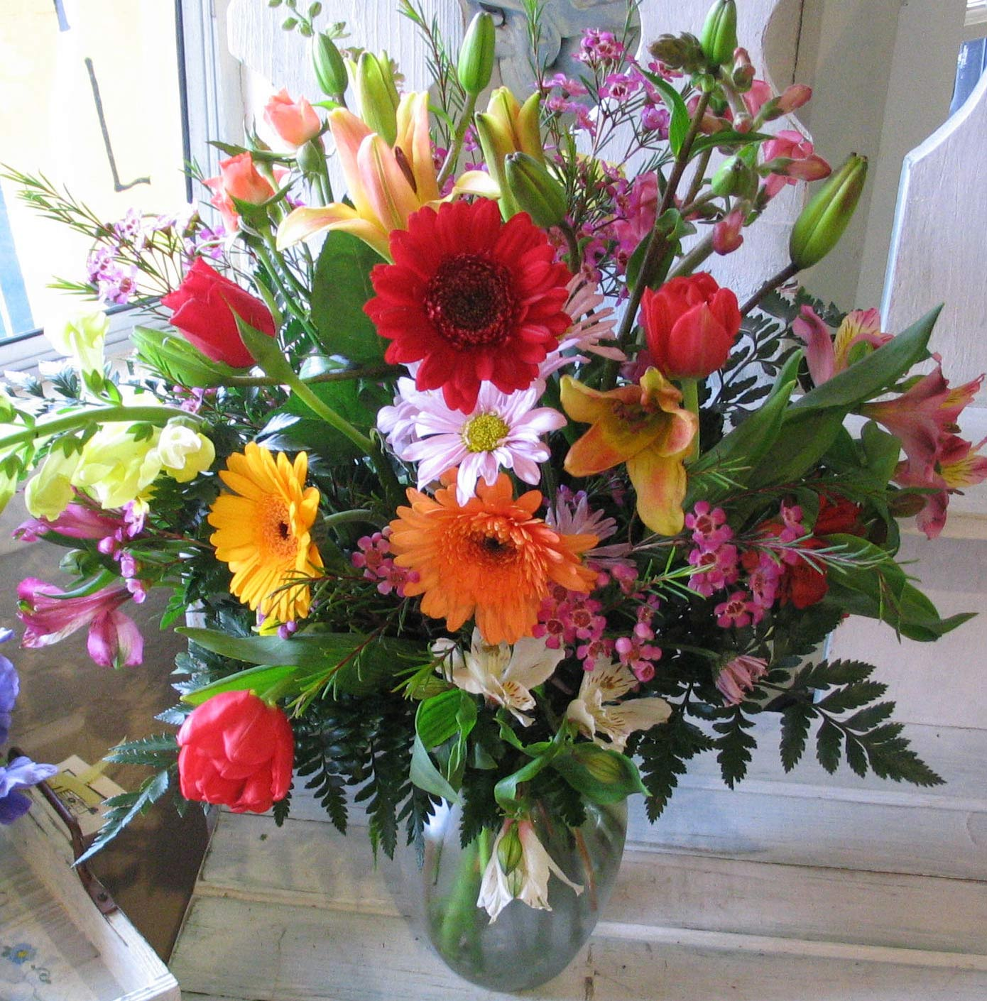 Large Mixed Flowers In A Vase By Flowers By Robert Taylor Inc Covina