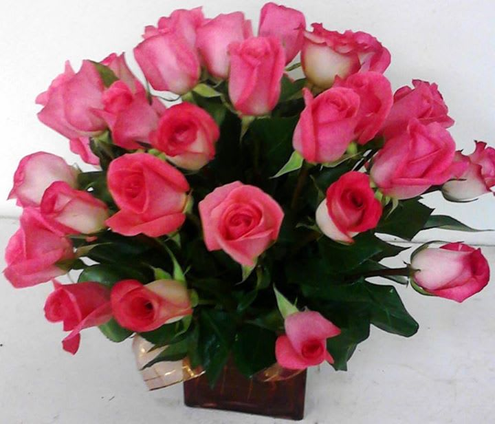 Pink Roses In A Cube Vase Mo 333 In Dallas Tx My Obsession Floral