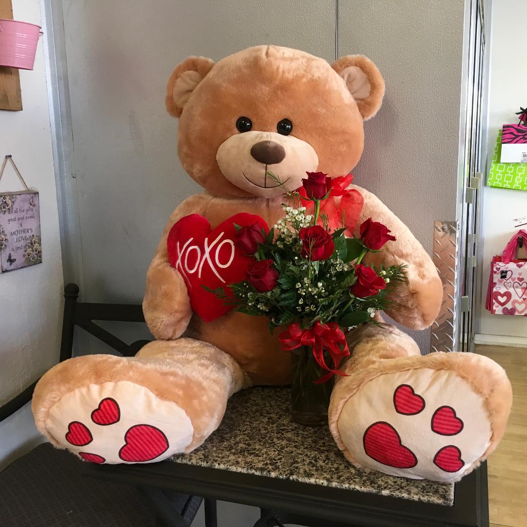 Giant XOXO Bear Roses