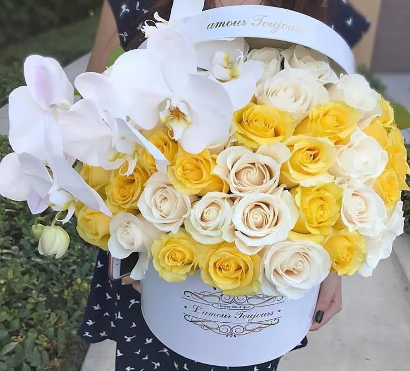 553211ec1 Medium Signature Box White and Yellow Premium Roses in Newport Beach ...