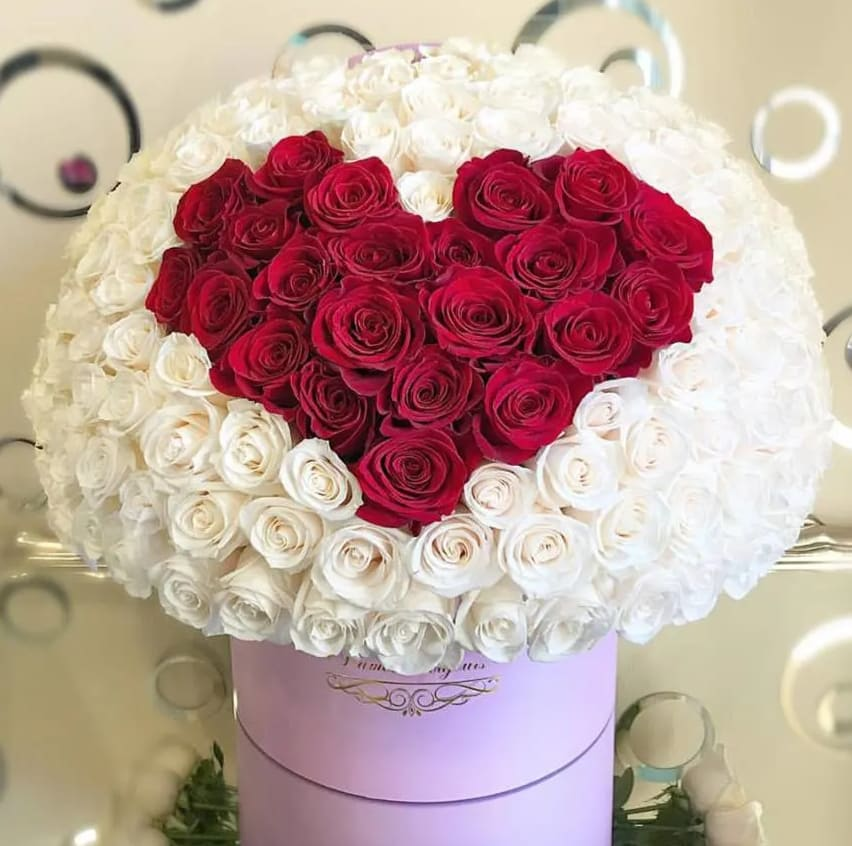 1cfb71a25 150 Premium WHITE Roses with RED Heart of roses by L amour Toujours ...
