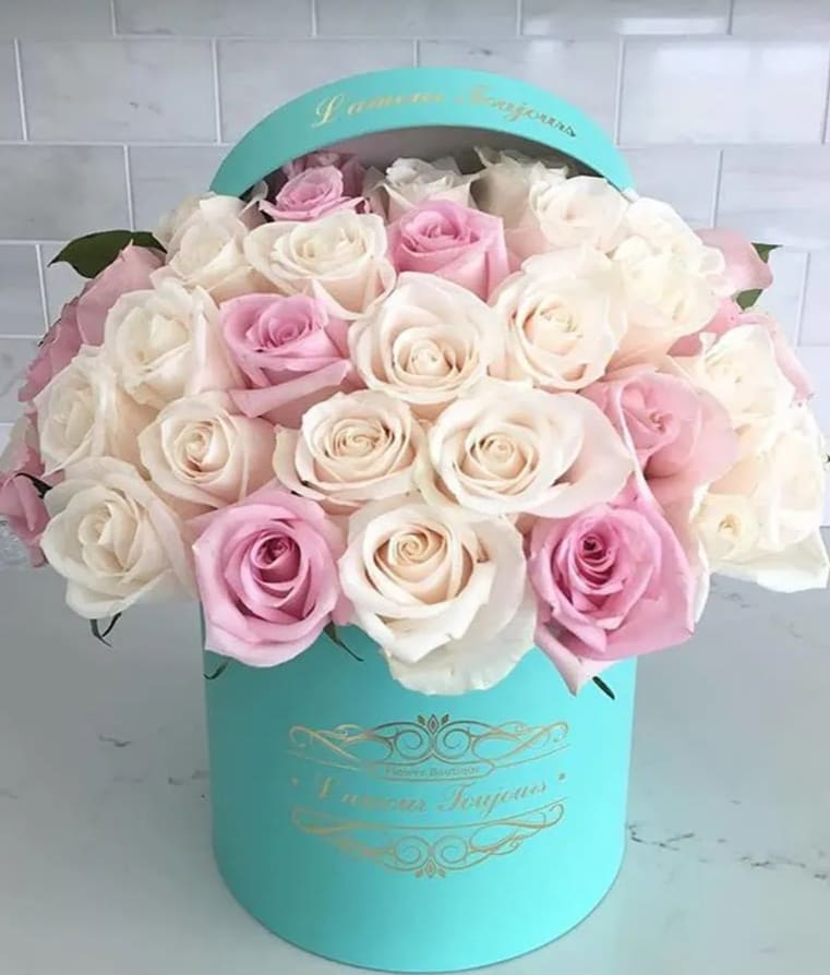 6a9b32097 25 Premium White and Pink Roses You can change the color of your