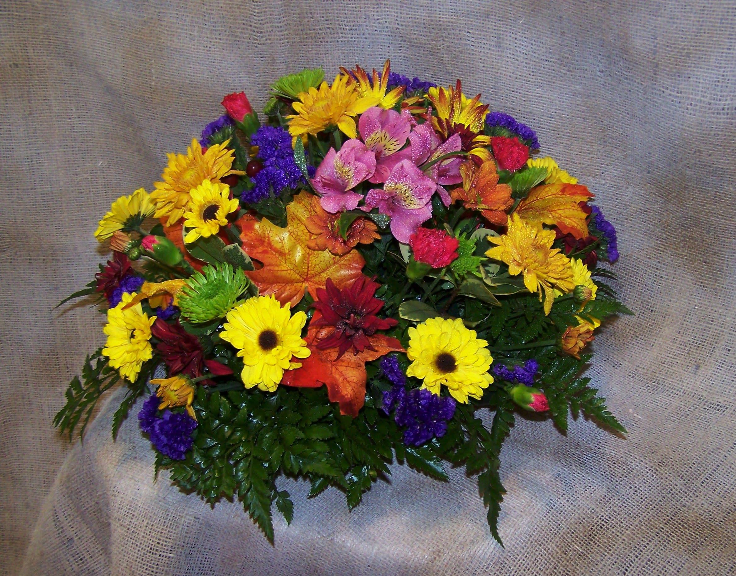 Colorful Round Table Centerpiece In Bellevue Ne Bellevue Florist