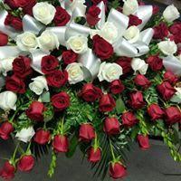 Bed Of Roses Casket Spray In Mesquite Tx Stacie S Lazy Daisy