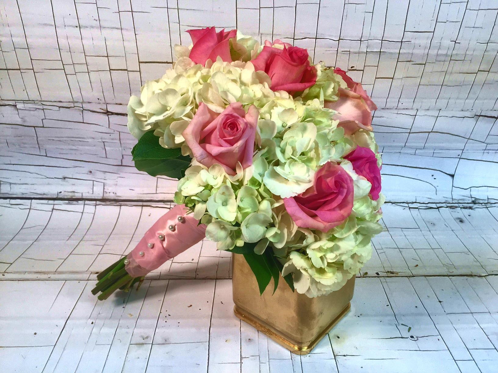 St Louis Wedding Flowers Hydrangea And Roses Bouquet In St
