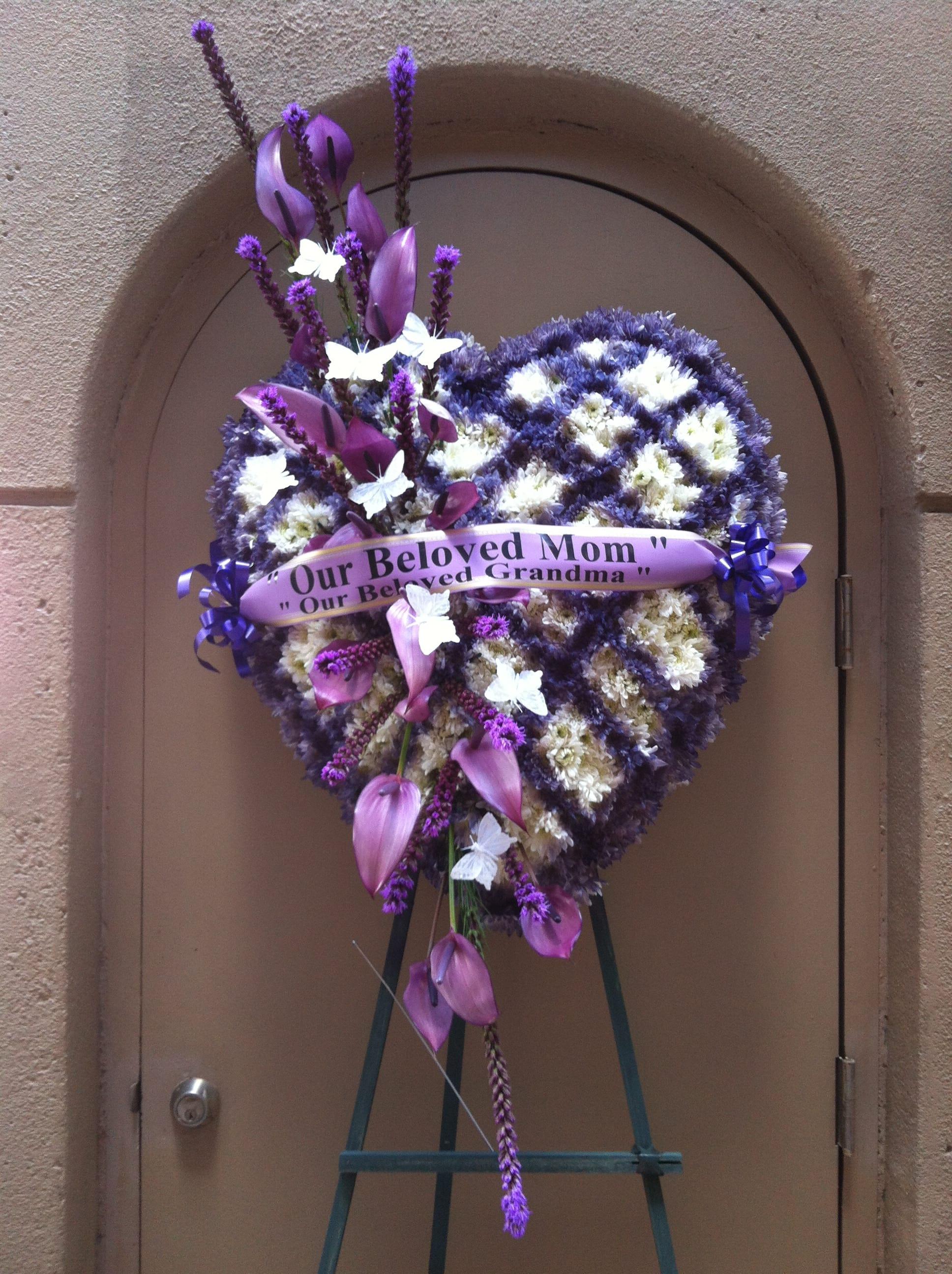Heart Shape Purple And White Checker Mums Wreath F35011 In Honolulu Hi Flower Fair