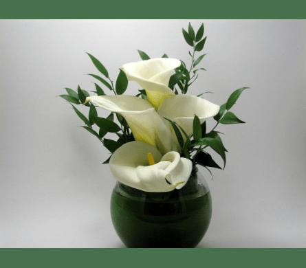 Delicate Calla Lily 4 White Calla Lilies In Clear Rose Bowl