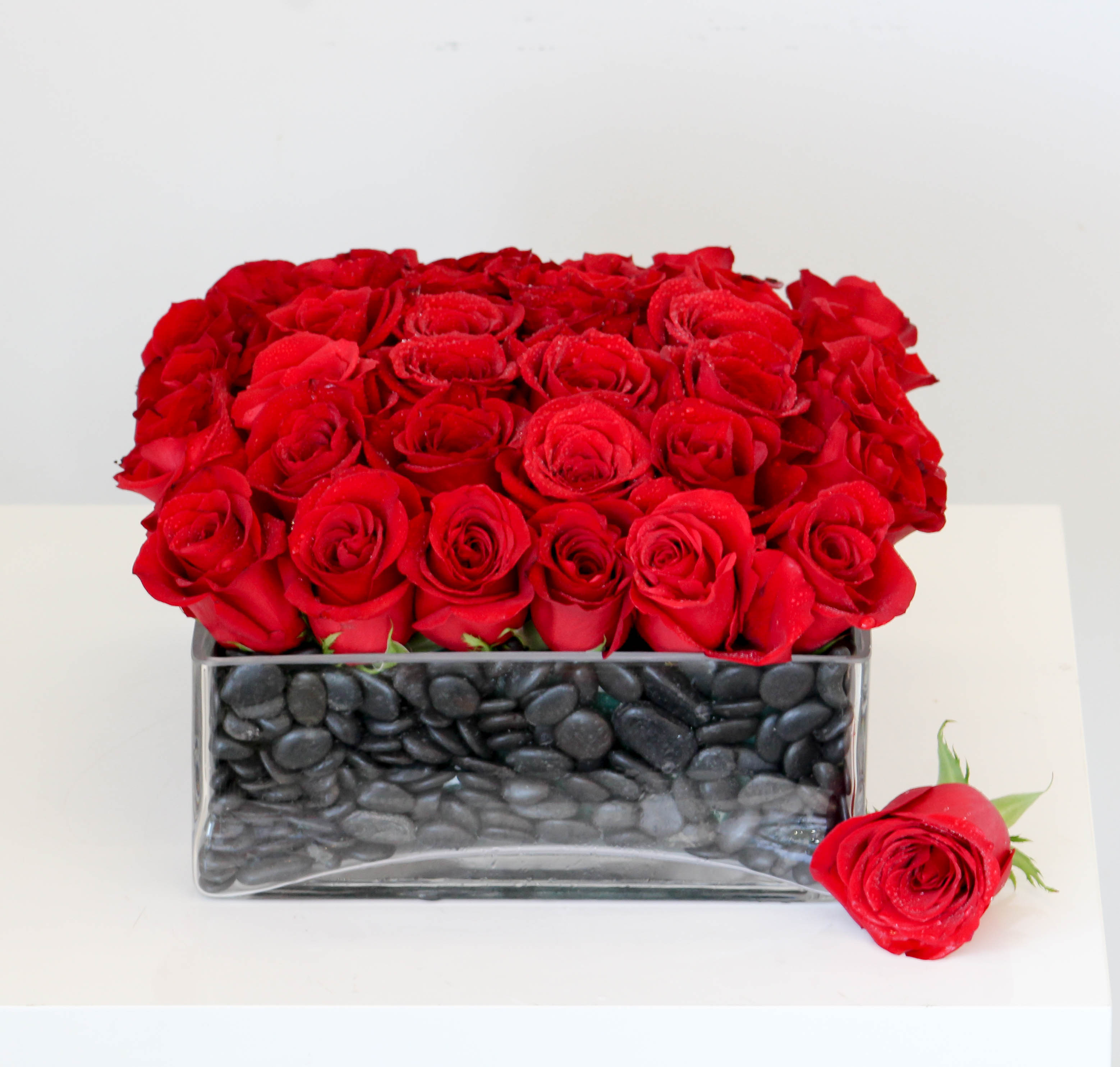Bed Of Roses In Los Angeles Ca Sonny Alexander Flowers