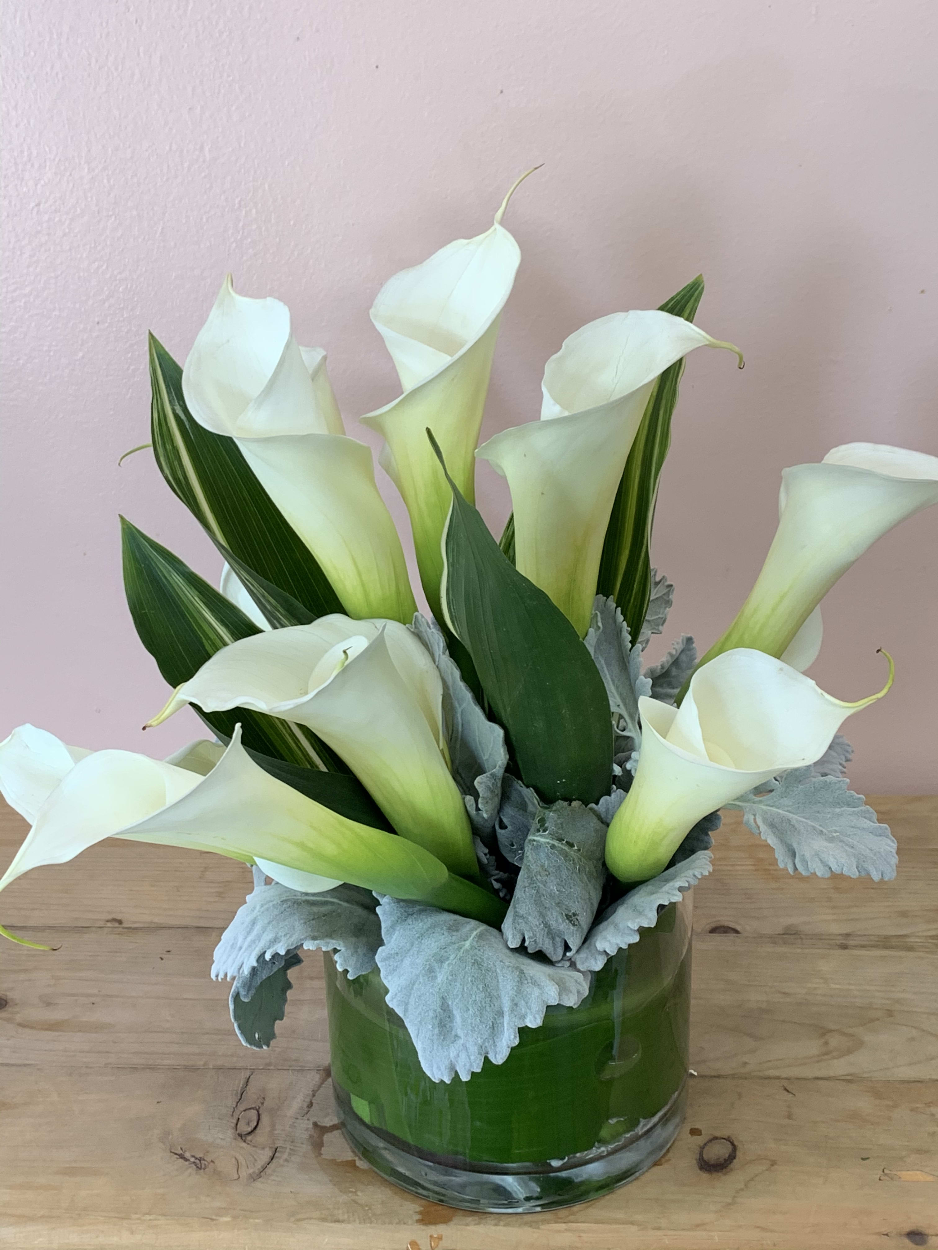 White Calla Lilies Ti Leaves And Dusty Millers W501 In San
