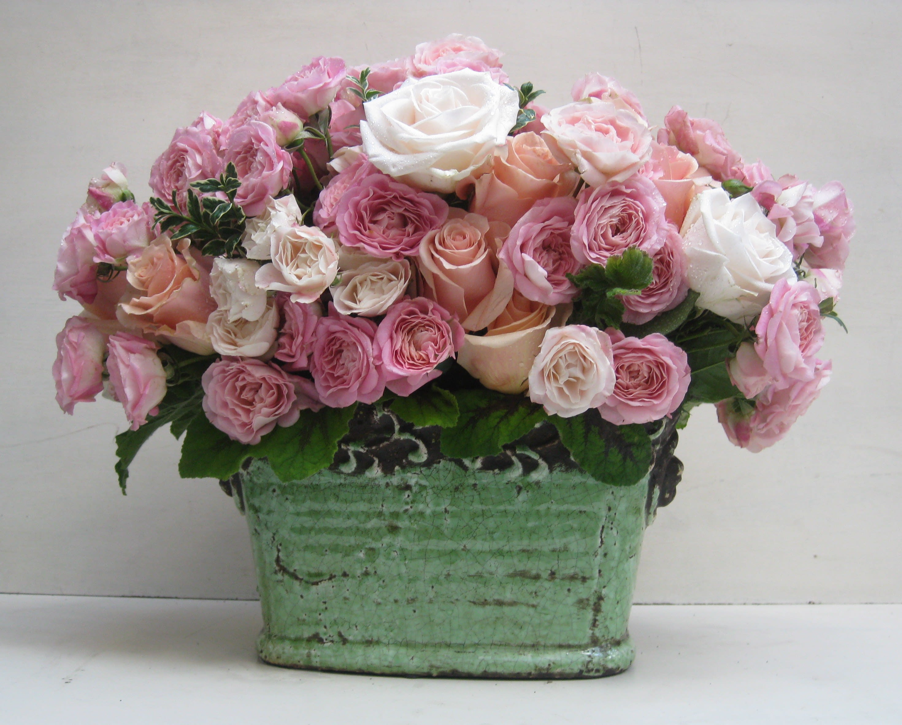 Romantic Rose Arrangement In Los Angeles Ca A Bed Of Roses