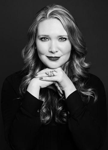 Sarah J. Maas photo