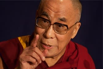 Image showning the Dalai Lama speaking in Tokyio, October 31, 2009.