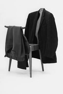 Valet chair for folding clothes