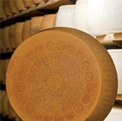 Gennari Parmigiano Reggiano Vacche Bruna DOP 1kg (WA & QLD)