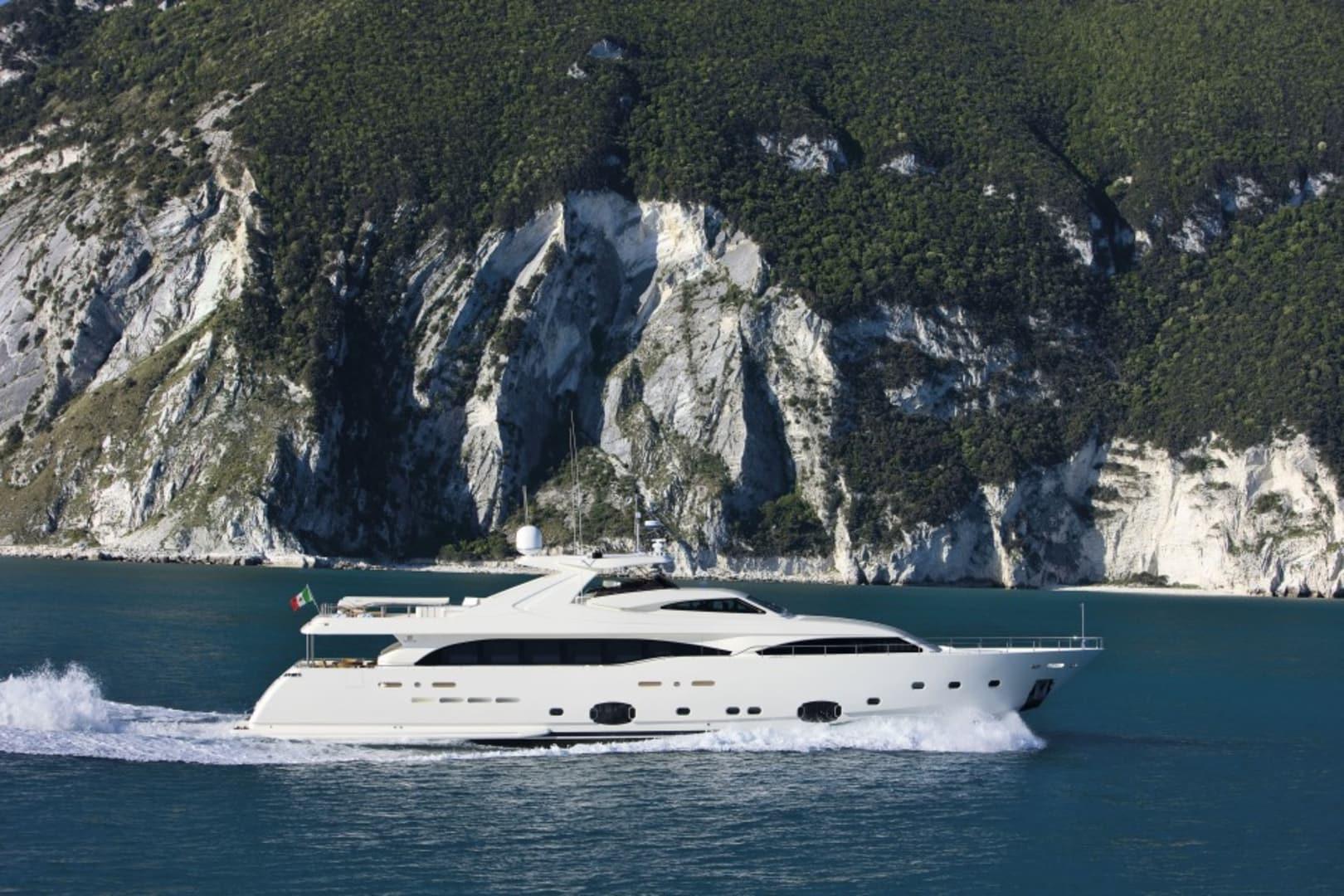 M/Y Custom Line 112 Next Yacht #5