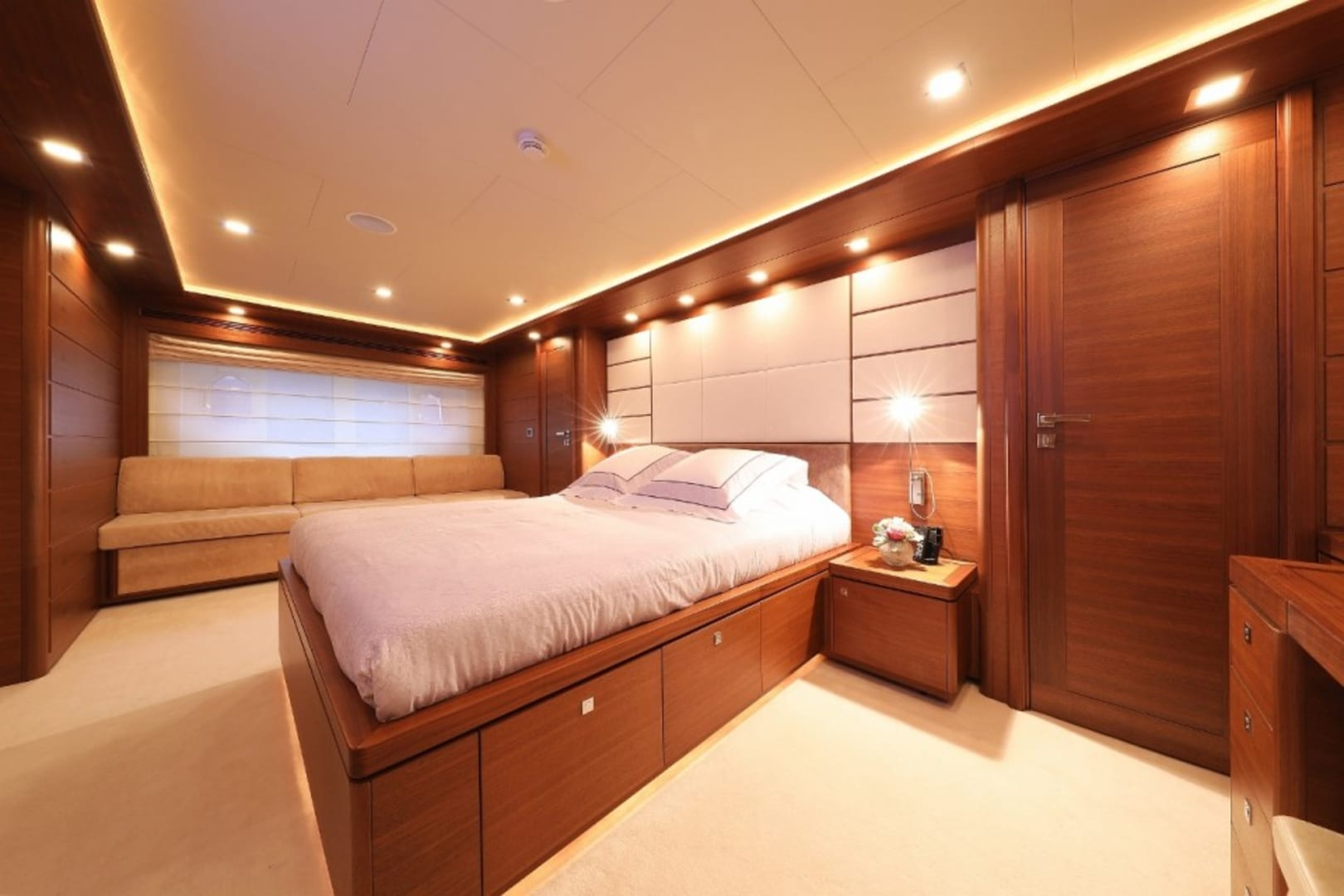 M/Y Custom Line 112 Next Yacht #19