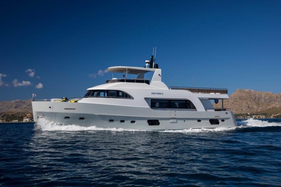 Моторная яхта EIGHTEEN TWO Yacht #1