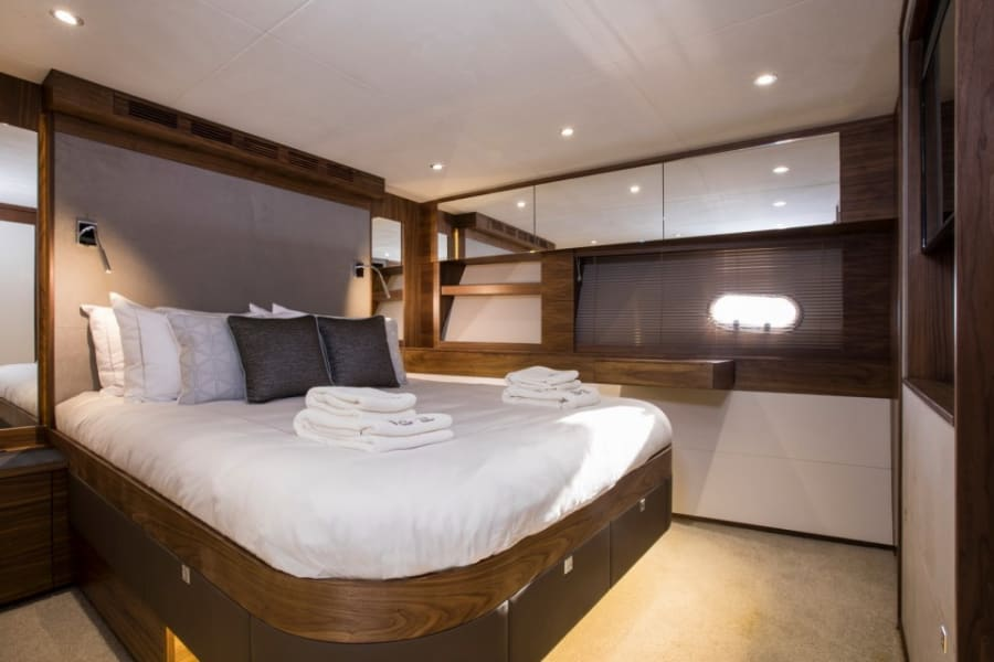 Моторная яхта EIGHTEEN TWO Yacht #12
