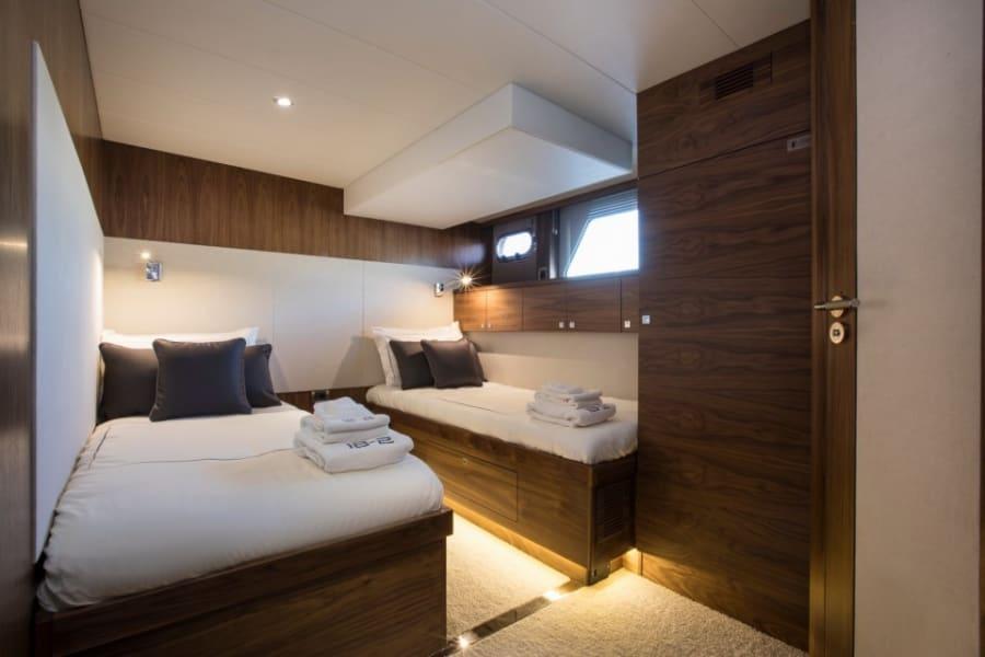 Моторная яхта EIGHTEEN TWO Yacht #13
