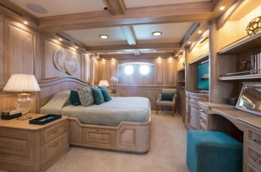 Моторная яхта Nero Yacht #31