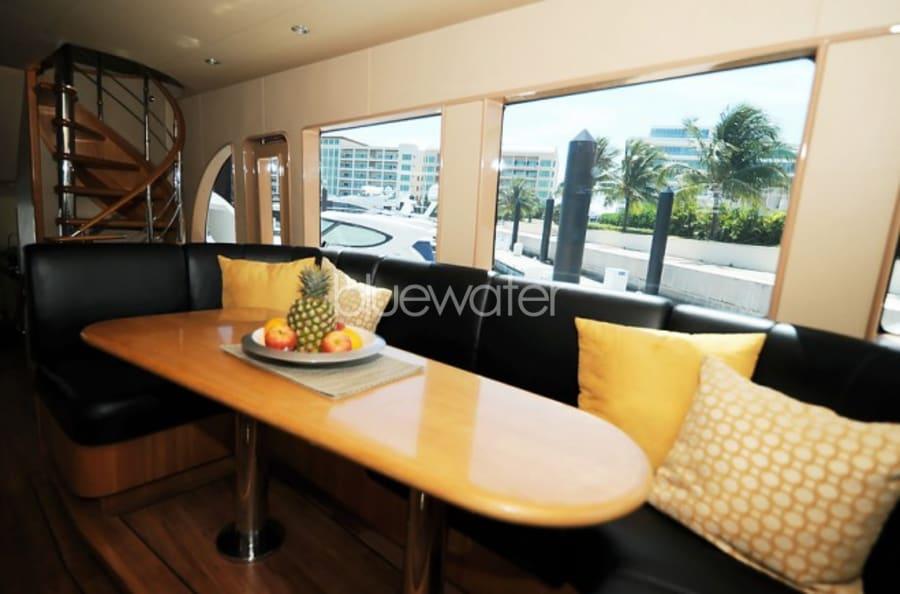 Моторная яхта Illiquid Yacht #6