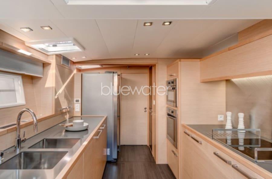 Моторная яхта LONG MONDAY Yacht #12