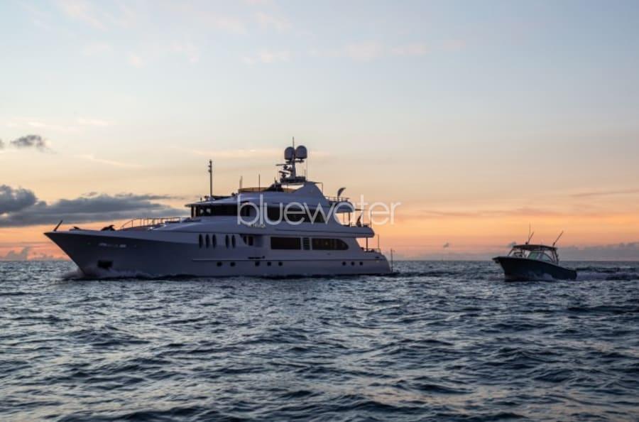 Моторная яхта Just Enough Yacht #25