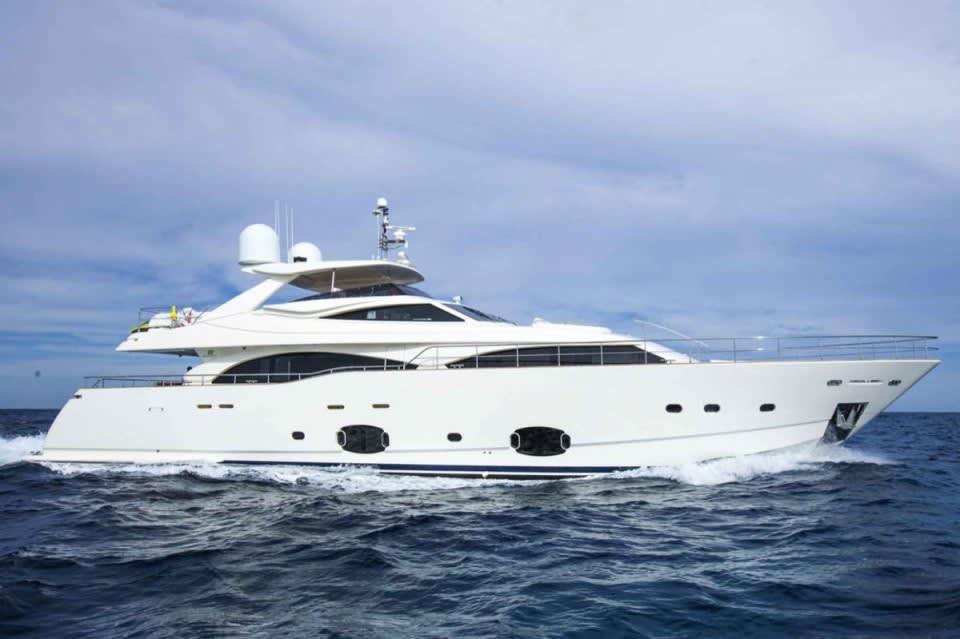 M/Y 30m Ferretti Yacht #1