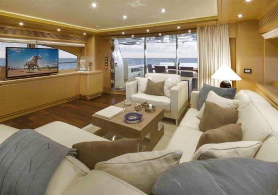 M/Y 30m Ferretti Yacht #2