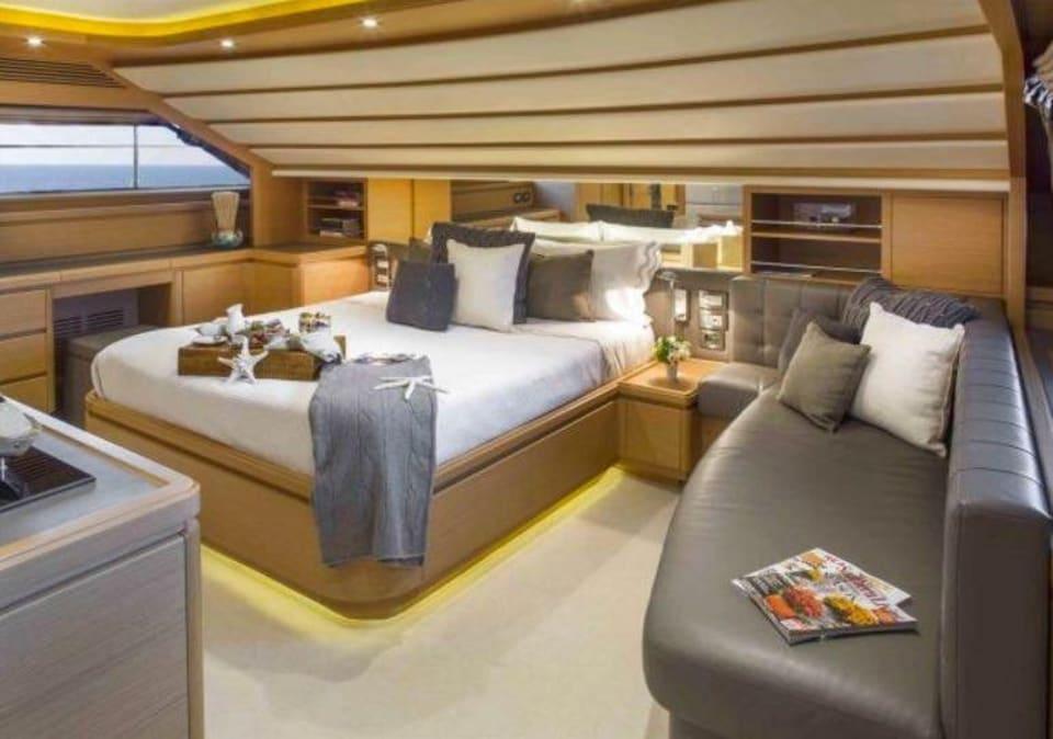 M/Y 30m Ferretti Yacht #5