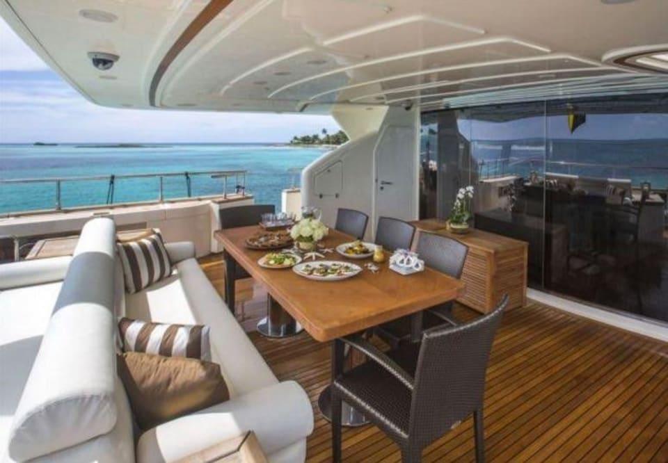 M/Y 30m Ferretti Yacht #11