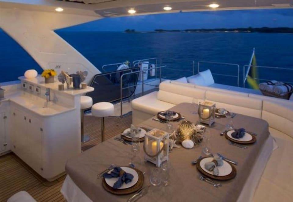 M/Y 30m Ferretti Yacht #9