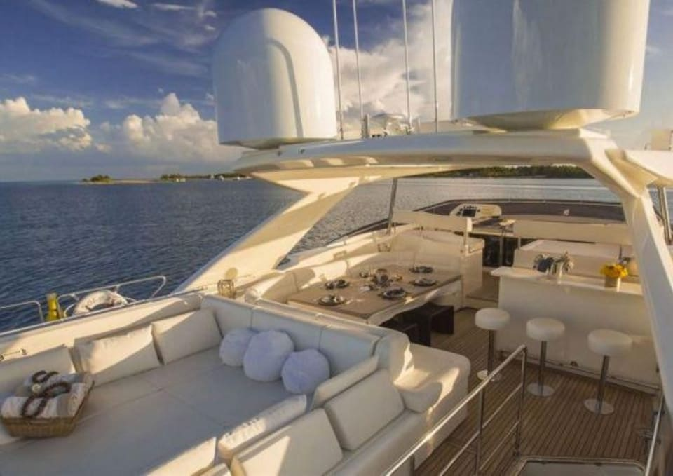 M/Y 30m Ferretti Yacht #10