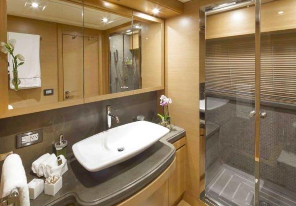 M/Y 30m Ferretti Yacht #7