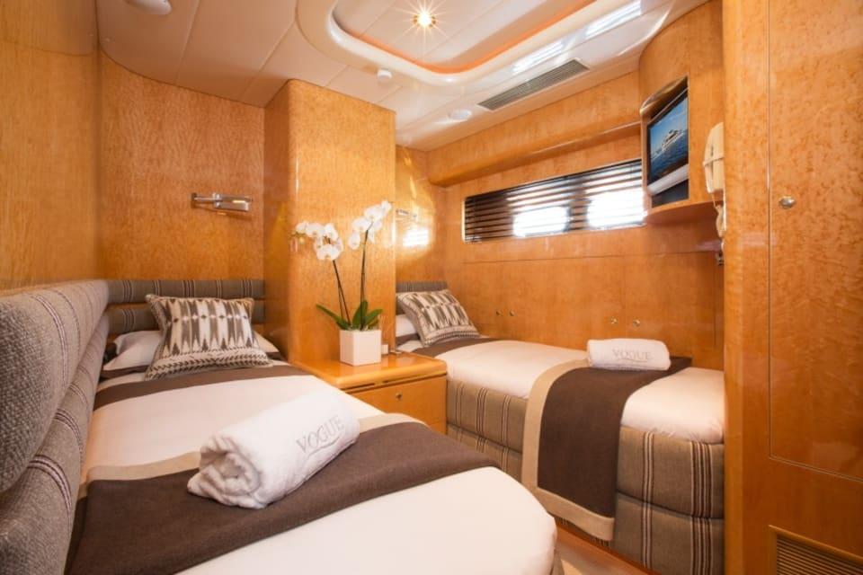 Моторная яхта Vogue Yacht #17