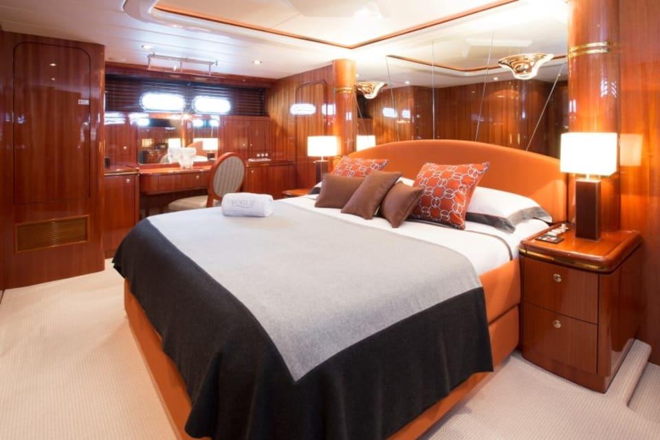 Моторная яхта Vogue Yacht #18