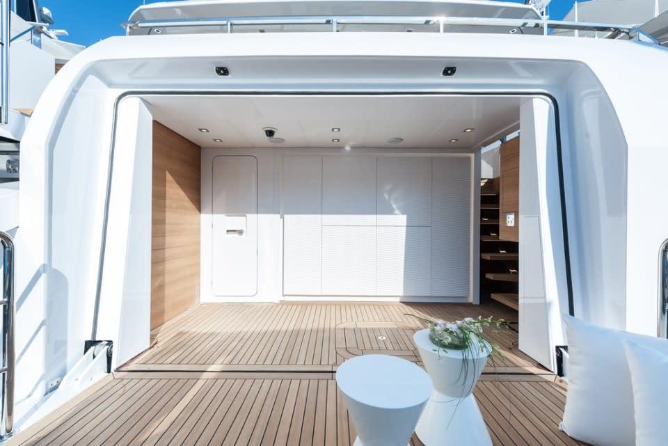 Моторная яхта Entourage Yacht #37
