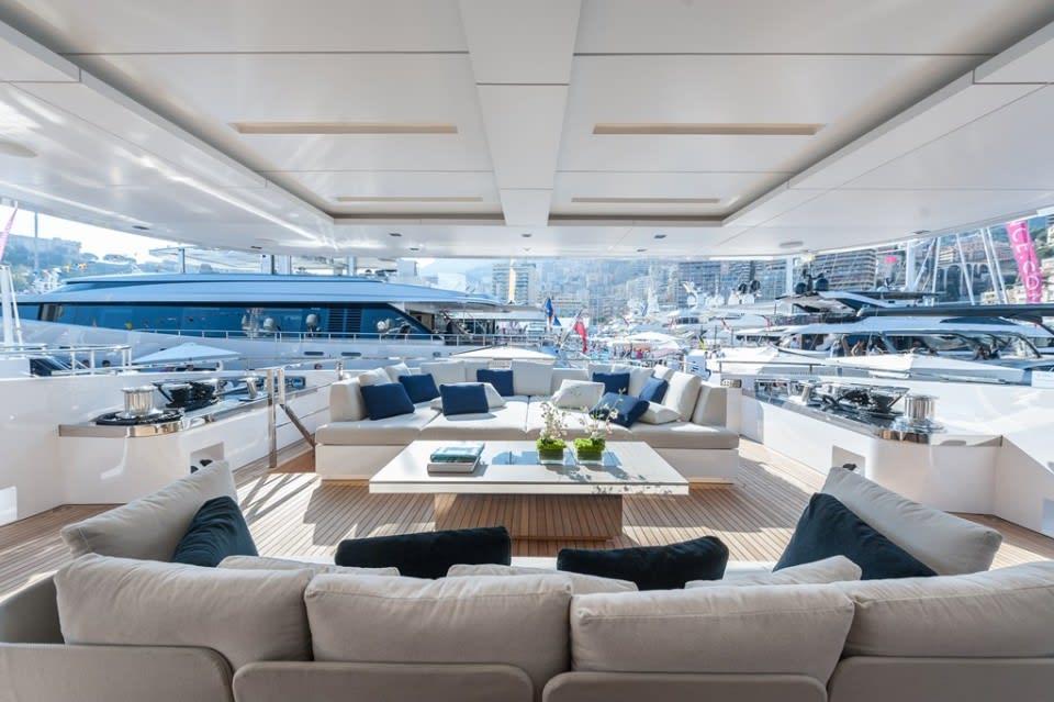 Моторная яхта Entourage Yacht #2