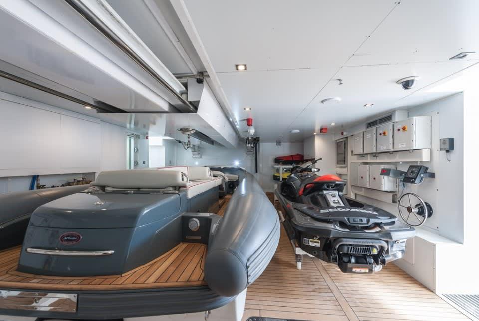 Моторная яхта Entourage Yacht #24