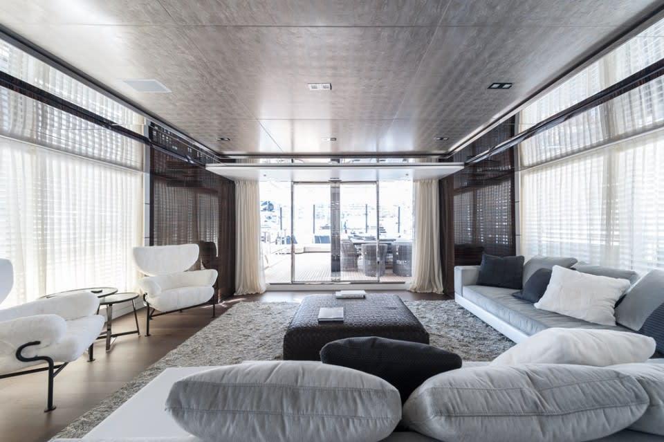 Моторная яхта Entourage Yacht #18