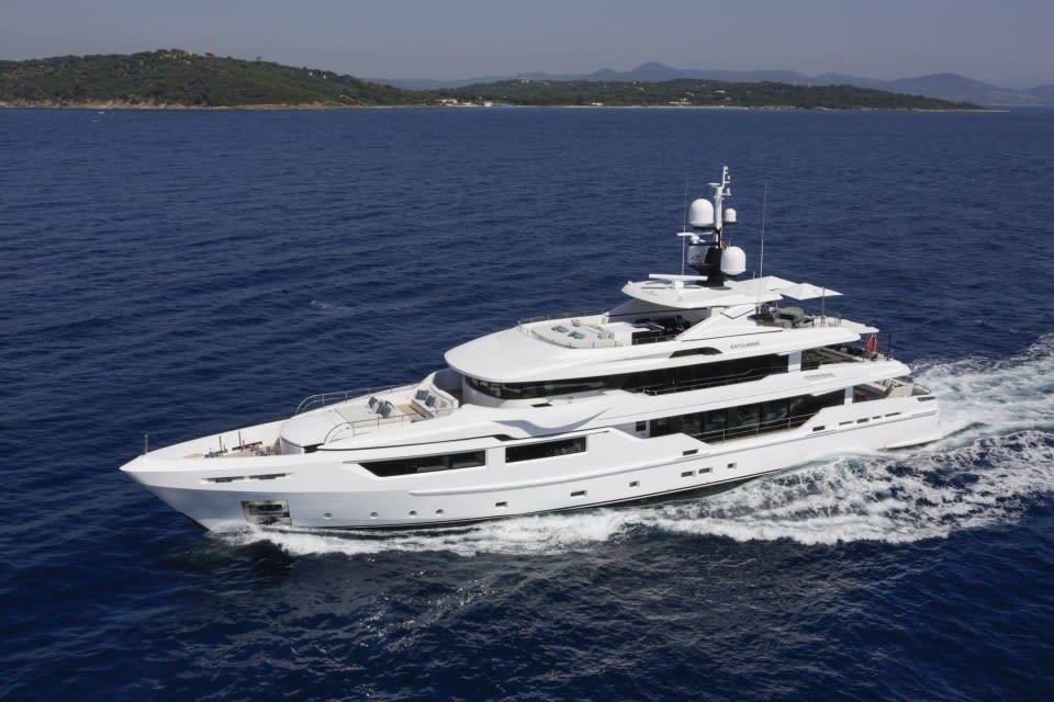Моторная яхта Entourage Yacht #1